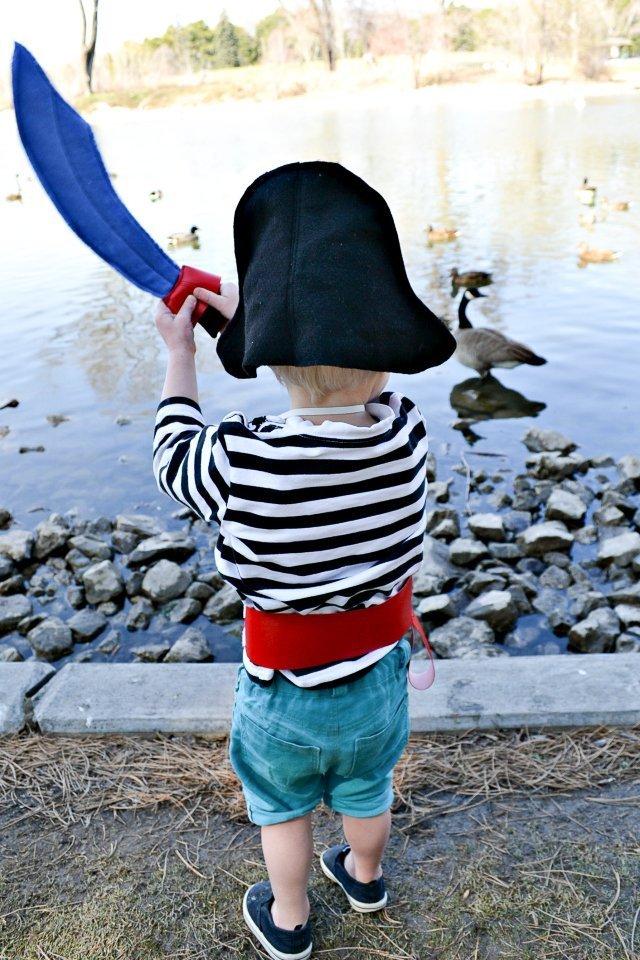 make a pirate costume