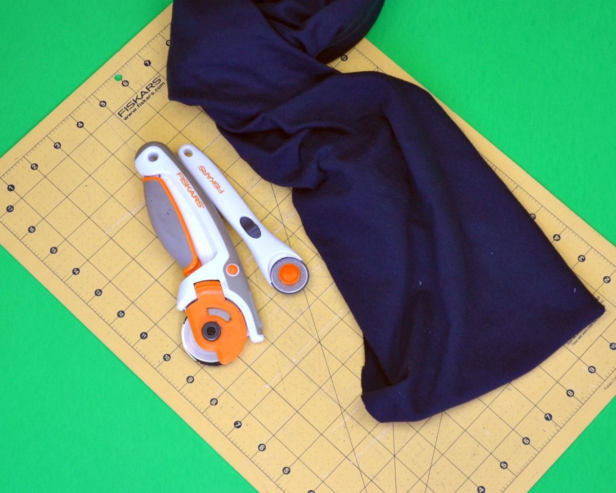 cut knit fabric with rotary cutter and cutting mat