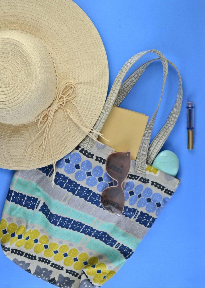 How to Make a Tote Bag with Leather Handles // heatherhandmade.com