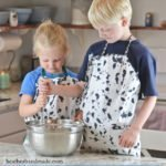 Fat Quarter Kid's Apron Tutorial // heatherhandmade.com