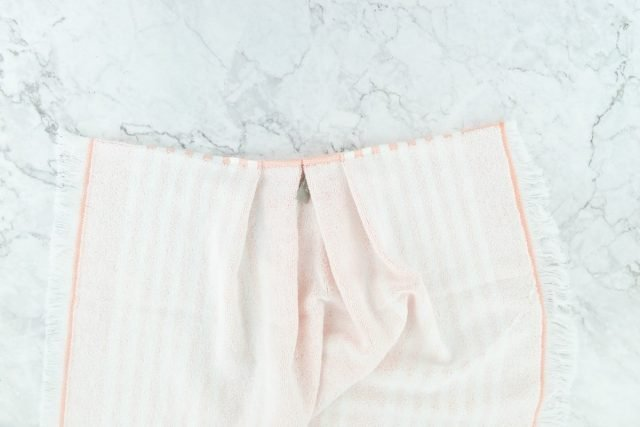 Easy DIY Tea Towel Apron Tutorial // heatherhandmade.com