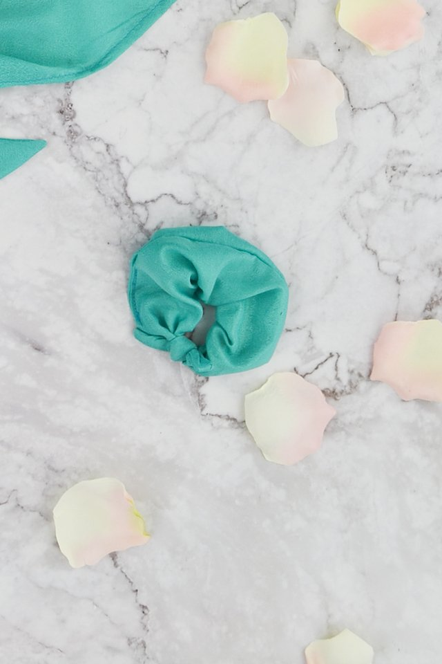 diy-silk-scrunchie