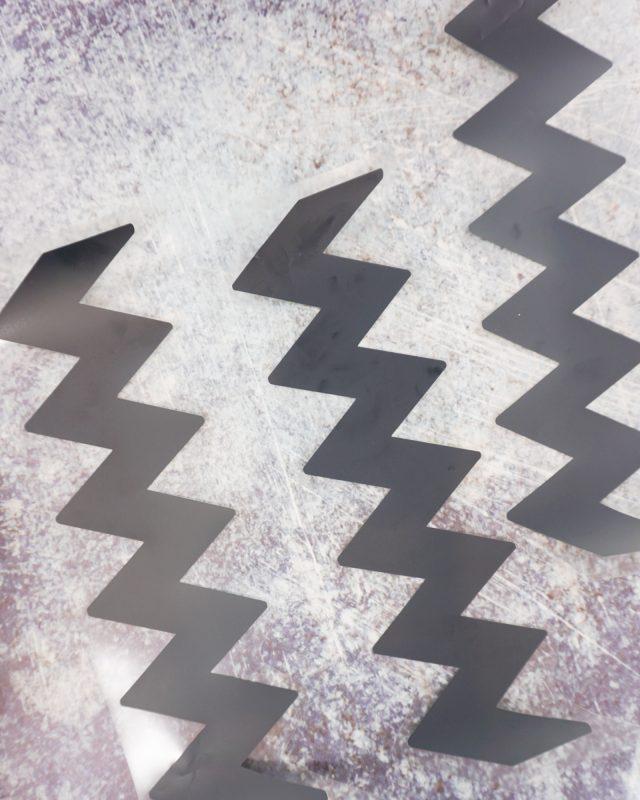 cut the zigzags apart