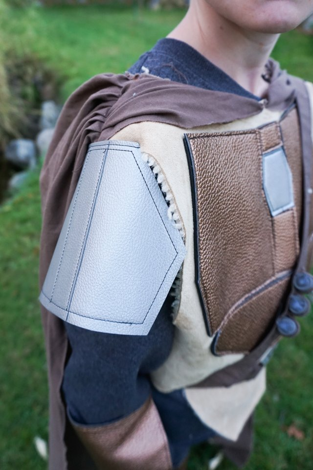 mandalorian shoulder