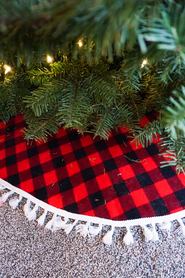 DIY Fleece Tree Skirt