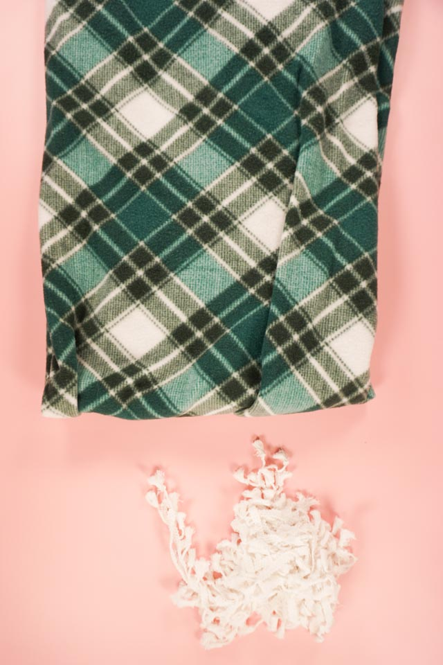 DIY Fleece Tree Skirt supplies