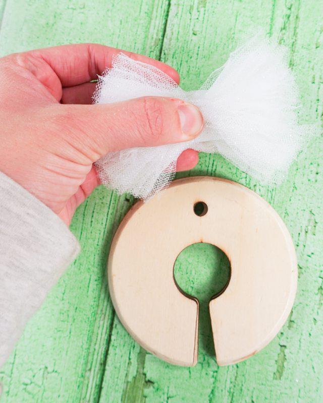remove pompom from pompom maker