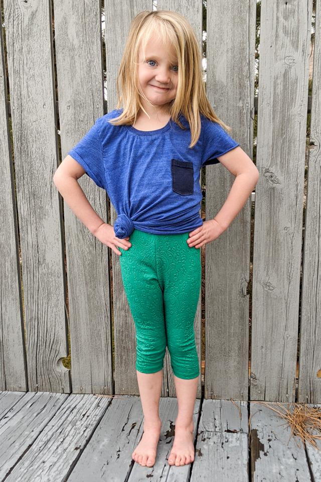 girl wearing cropped t-shirt leggings