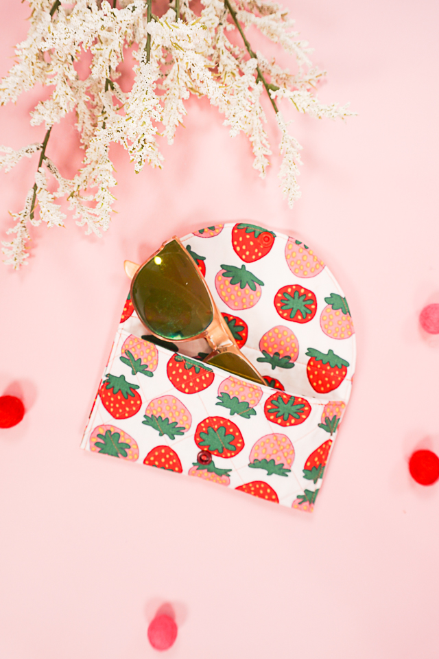 sew a sunglasses case with a free sewing pattern
