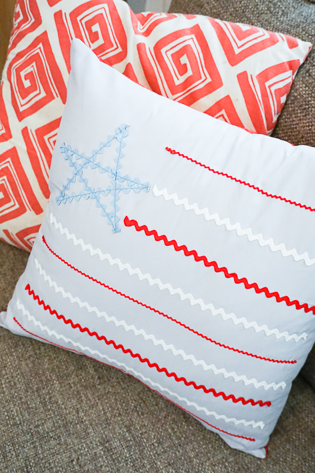DIY 4th of July Pillow: Rickrack Stars and Stripes
