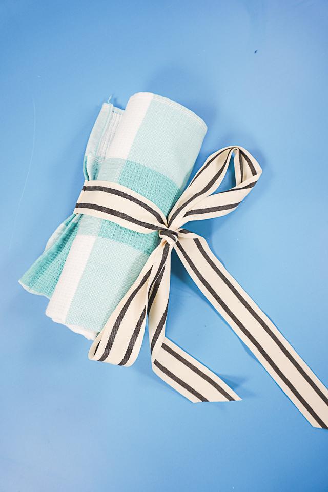 travel roll bag ribbon tied